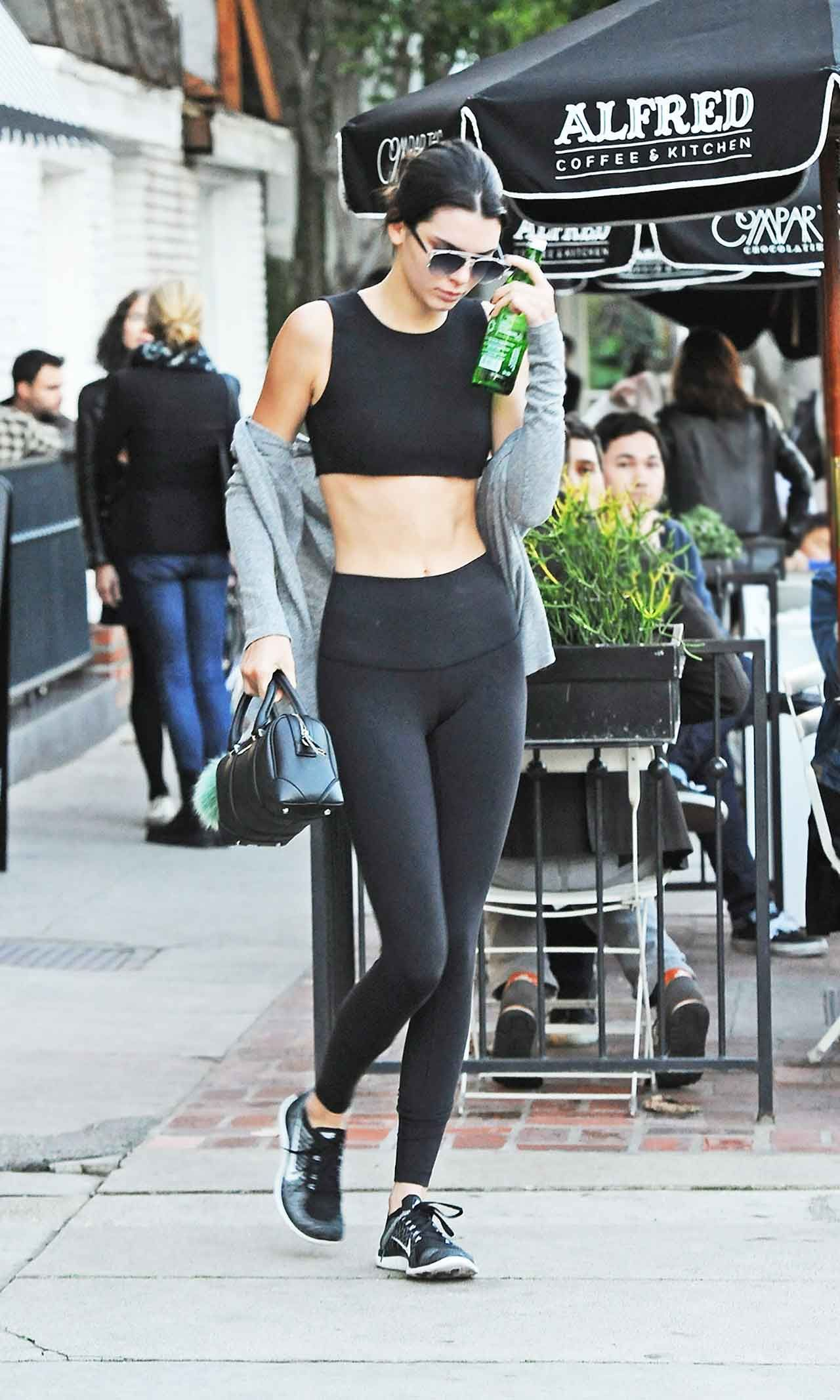 7182da509ea327 Celebrities Are Obsessed With This Leggings Brand