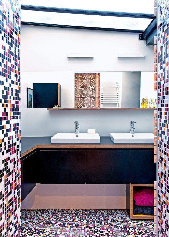 Grand Une Salle De Bain Multicolore En Mosaïque