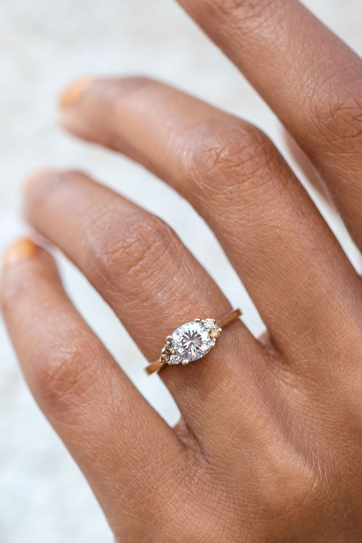 can i wear a gold wedding band with a platinum engagement ring