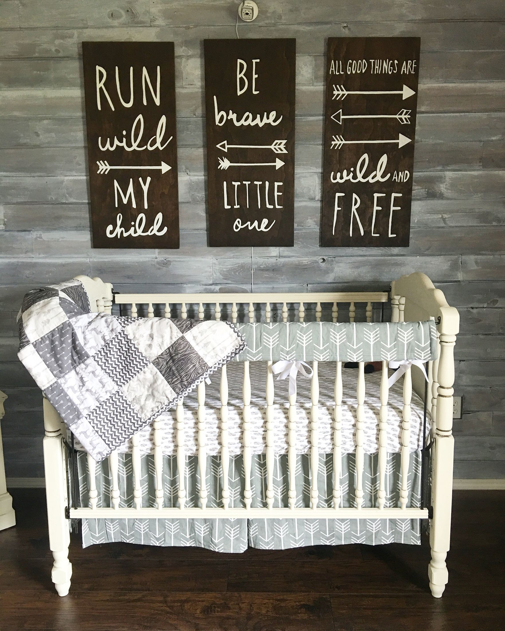 Babyzimmer Neutral Woodland Theme Nursery Gender Neutral Grey And White Rustic