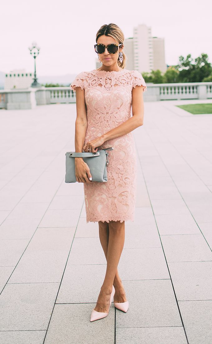 4d3cb567e3 Grey bag and blush pink shoes and lace dress. Great combination. Via  Christine Andrew