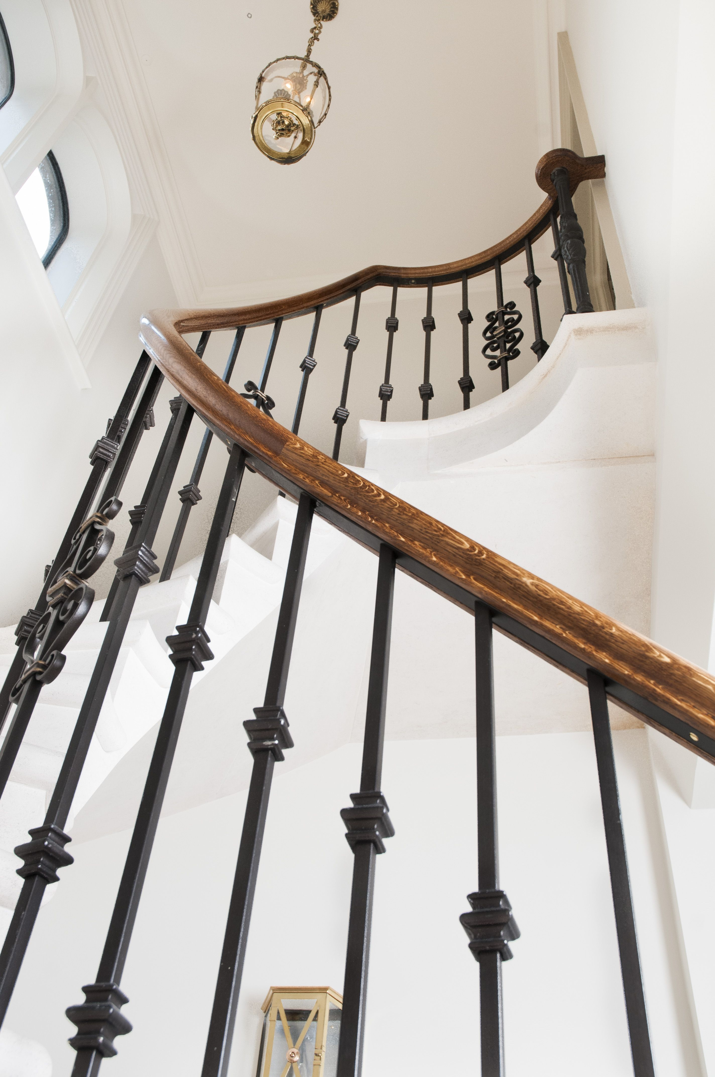 Best Beautiful Steep And Sweeping Curved Staircase Had A 400 x 300