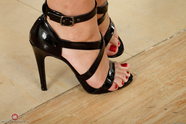 Free high heels and vagina pics