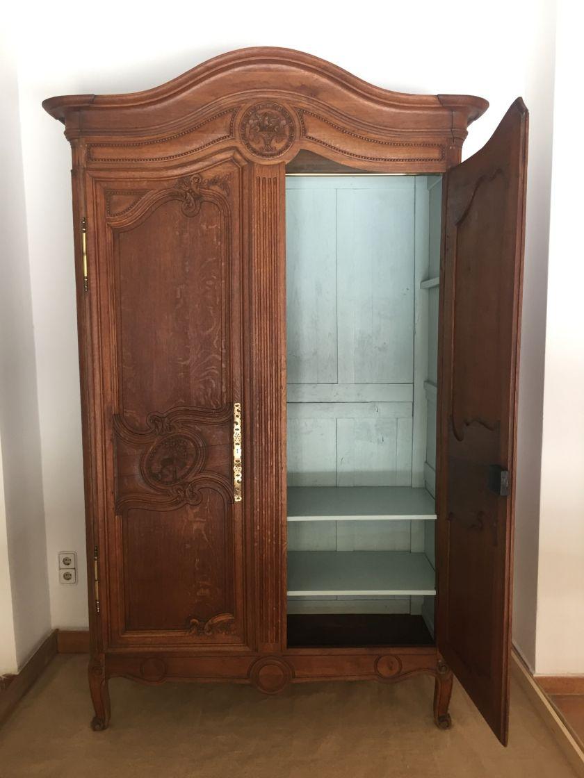 Desde par s con amor renovaci n de muebles furniture makeovers pinterest armario antiguo - Ropero antiguo ...