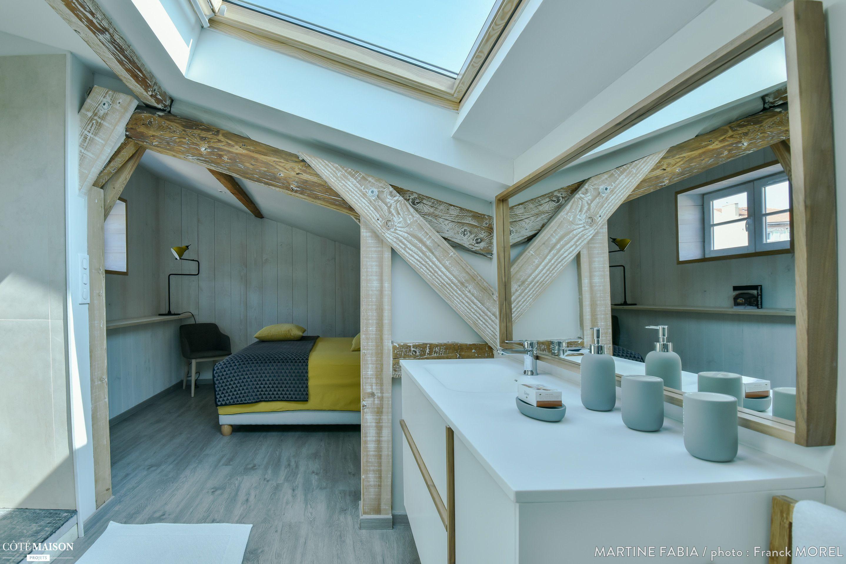 un petit cocon avec chambre et salle de bains, ambiance douce et