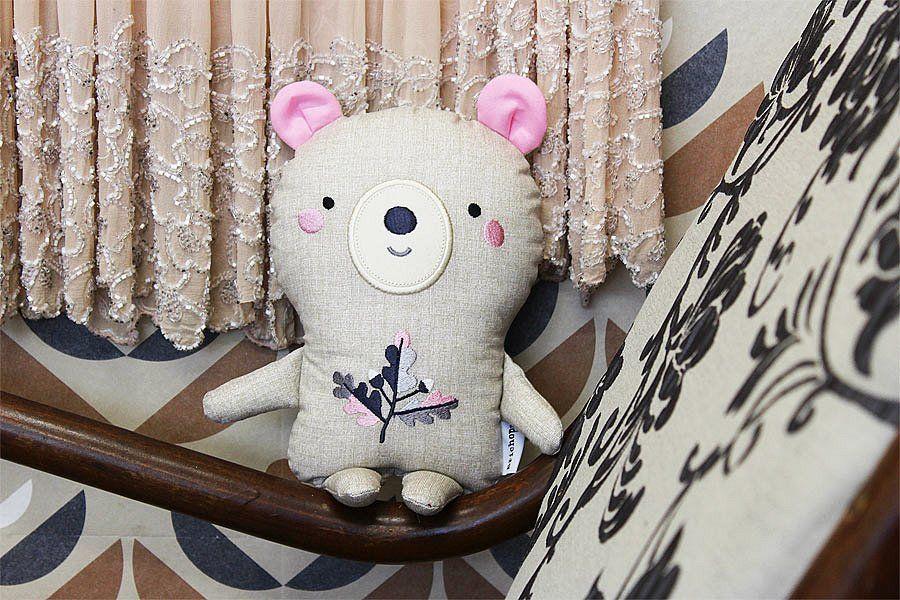 bear with embroidery / Břichopas toys