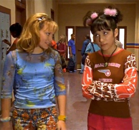 17 of Lizzie McGuire's best fashion moments