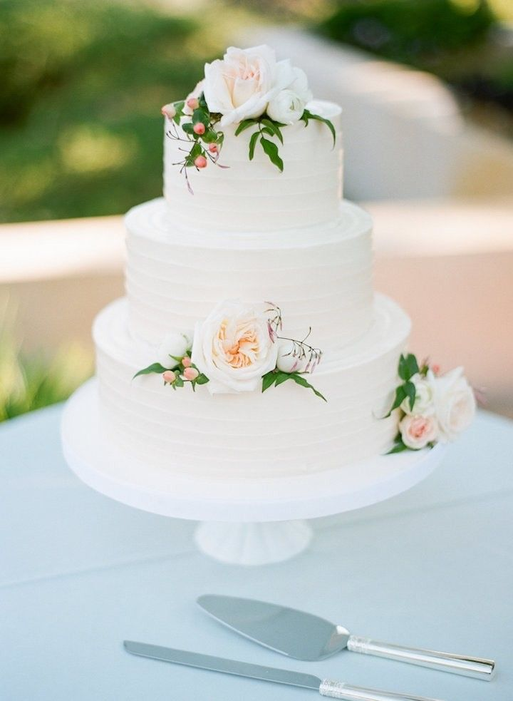 Chic wedding cake idea; photo: Silvana Di Franco Photography