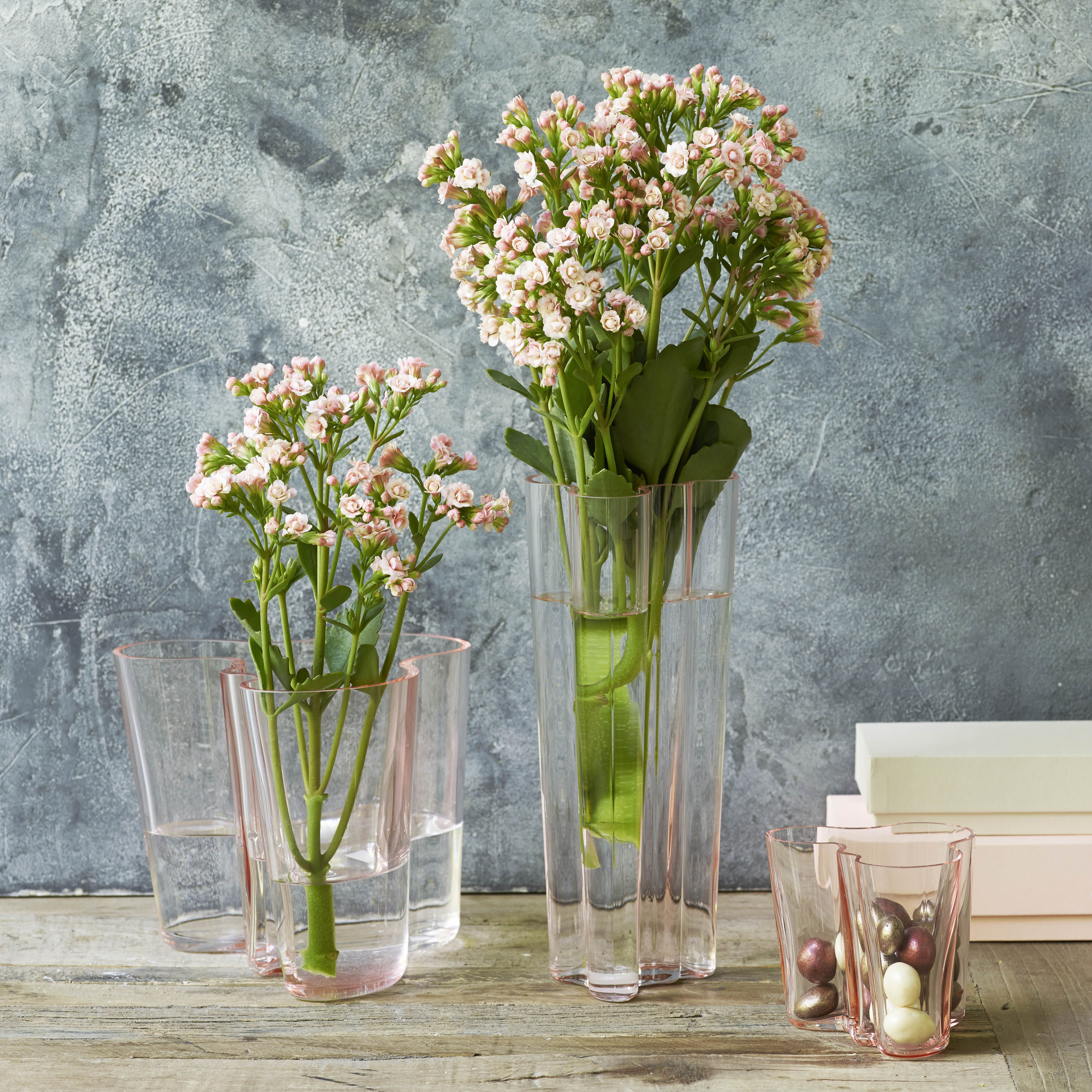 Place Queen Cut Flowers In A Tall, Slim Vase And