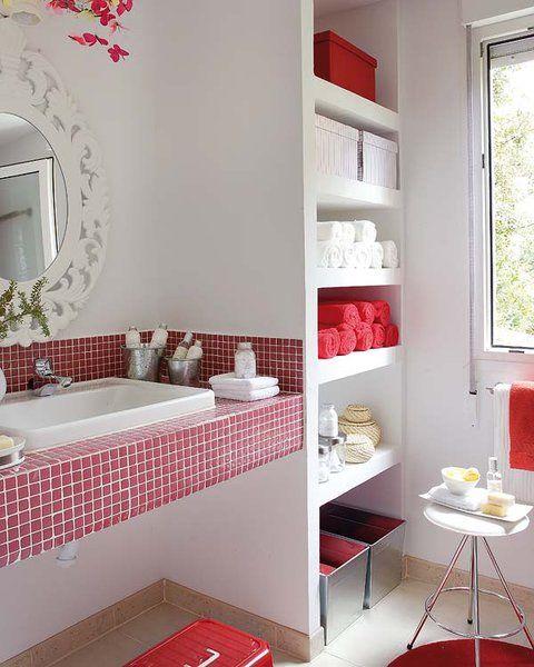Cuarto de baño en blanco y rojo | Decoración de baño ...