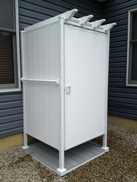 Outdoor shower enclosures outside showers outdoor for Outdoor shower doors