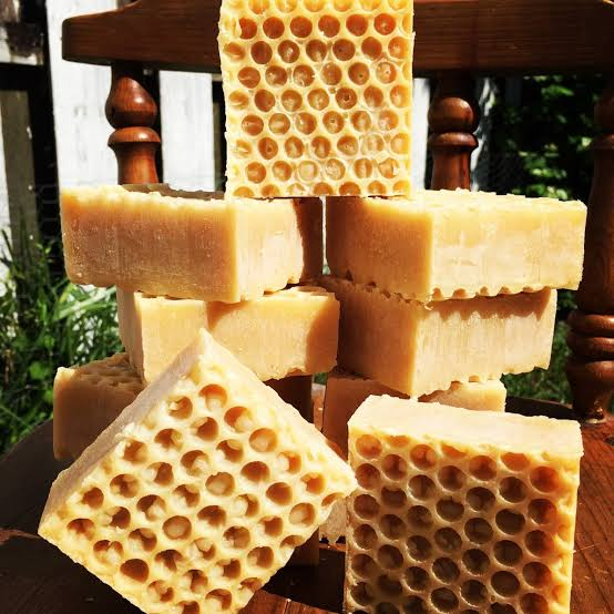 Buy natural handmade honey soap bar online in India | WudBox  #soap #soapbar #handmadesoapbar #ecofriendly #madebycraftsmen #naturalsoap #handcrafted #coldprocessed #coldpressed #antifungal #antibacterial #nochemicals #handmadesoap #honey