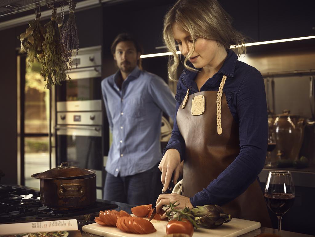 Konjak/Ljus är ett av våra nya fina förkläden från Witloft. Passar lika bra för bakning som för köttmästaren. Se www.sthlmfactory.com