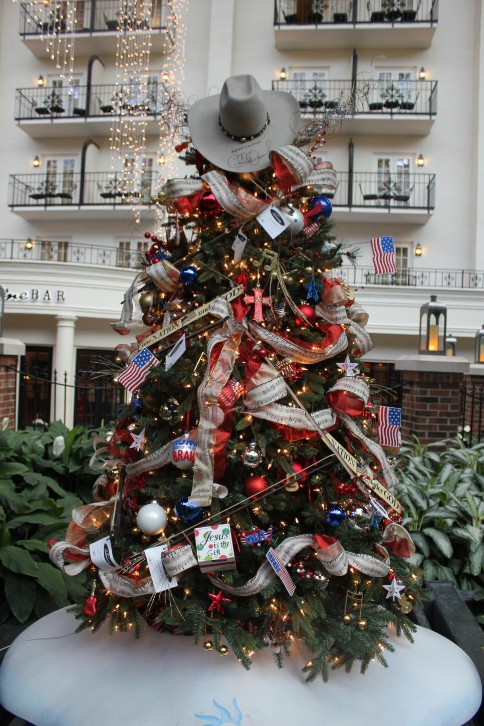 Dolly Parton Kenny Chesney The Zac Brown Band Leann Rimes And Reba Mcentire Are Just A Country Christmas Trees Christmas Tree Themes Christmas Tree Festival