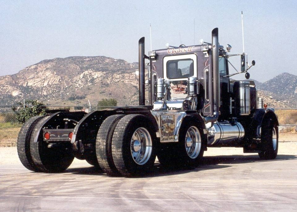 Tri Axle Cabover : Peterbilt with dovetail frame old skool heavy