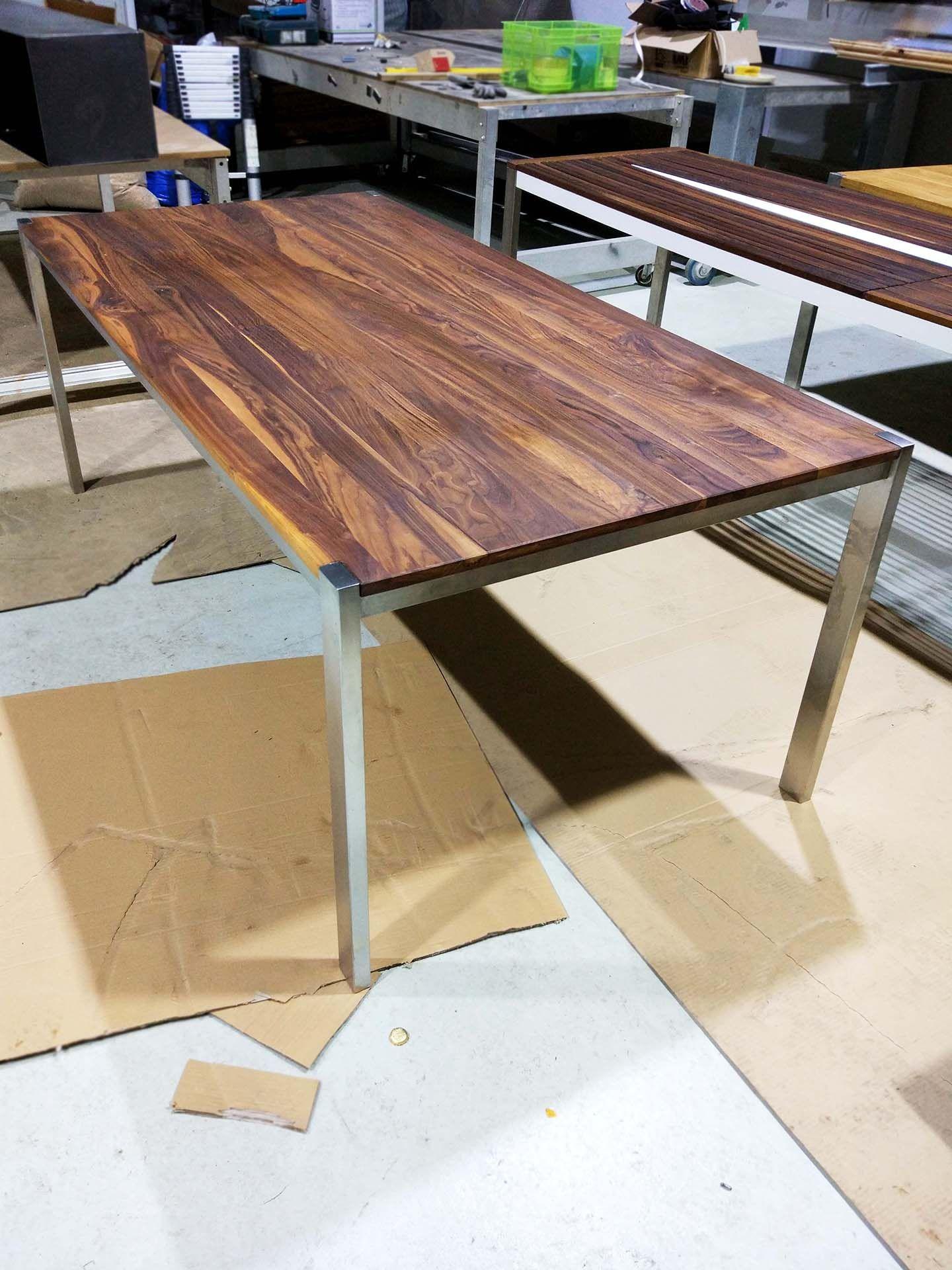 Tisch Ferrum 002 Holz Metall Nussbaum Esstisch Gartentisch Stahlzart Mobel Esstisch Holz Metall Esstisch Holz Tische Holz