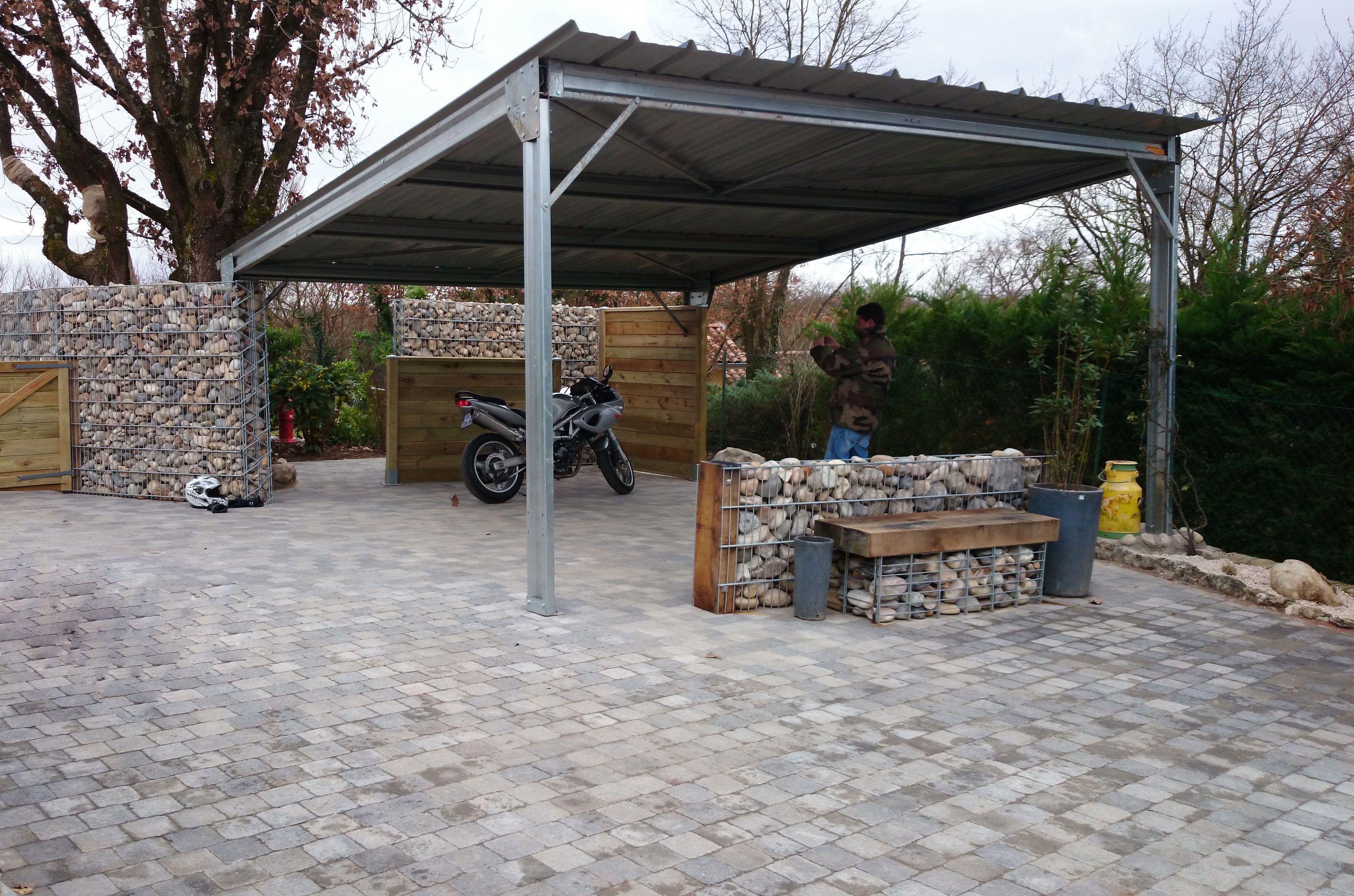 le carport est un indispensable au jardin pour prot ger sa voiture mais il n est pas toujours. Black Bedroom Furniture Sets. Home Design Ideas