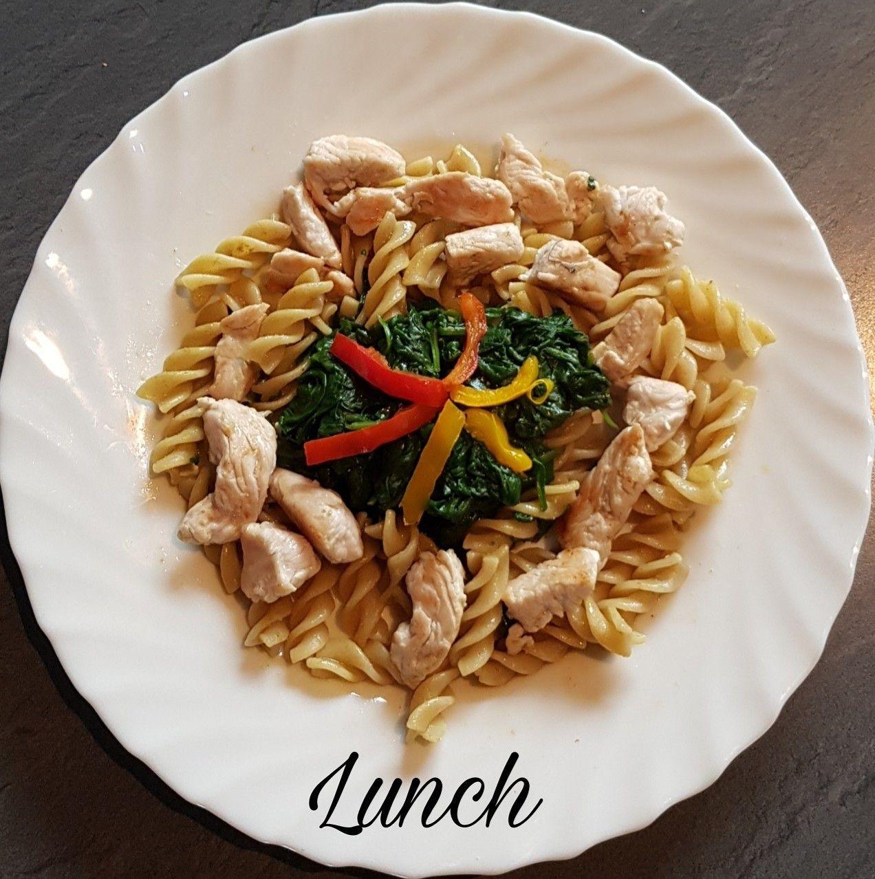 🍃ce midi dans mon assiette🍃 🥗pennes complètes aux épinards frais et huile d'olive 🥗dés de poulet sautés au cumin . Et vous ce midi❔ . ➖ ➖ ➖ ➖ ➖ ➖ ➖ ➖ ➖ ➖ ➖ @https://www.facebook.com/julyfithbc/ 🔹MON BLOG : www.july-fit-hbc.com