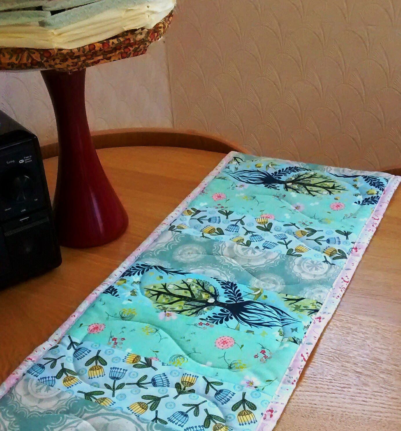 English Rose: Padded Table Runner - how to make a table runner with fabric strips and an old ironing board foam pad.