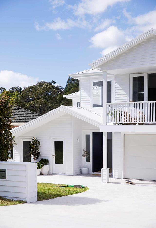 An All White Hamptons Style Revamp Transformed This Sydney Home In 2020 Hamptons House Exterior White Exterior Houses Beach House Design