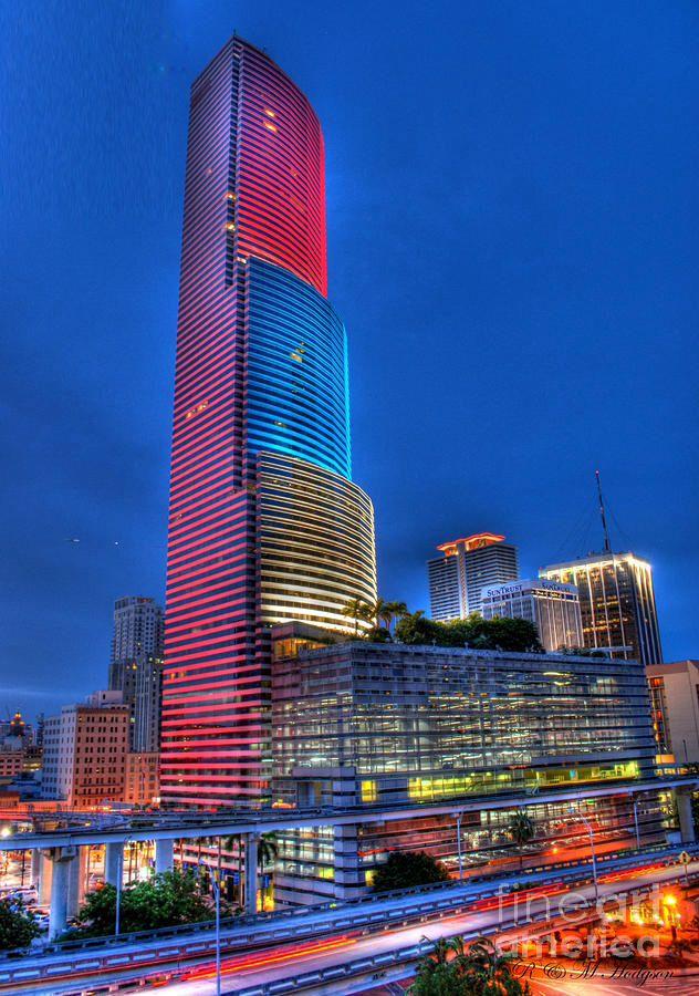Miami Tower Venezuela Flag Venezuelasos Downtown Miami Miami Hotels Luxury Hotel