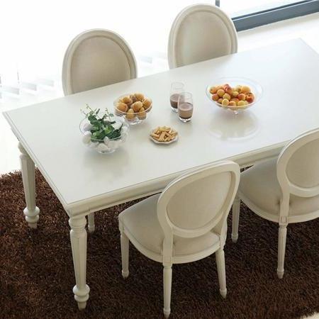 Comedores originales un moderno comedor en la que for Sillas comedor originales