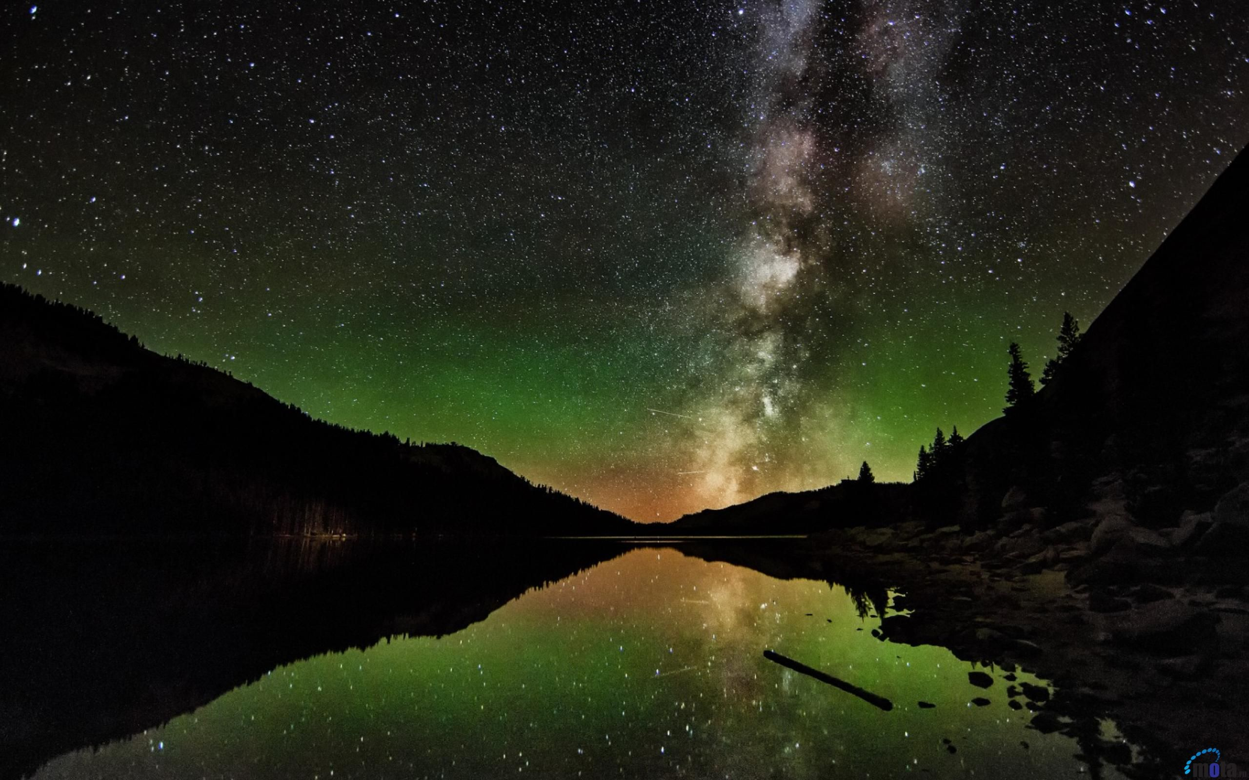 Скачать обои Млечный путь над озером и горами в Новой ...