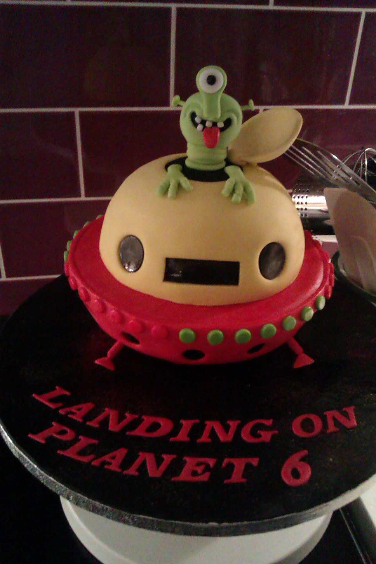 Alien Spaceship Cake