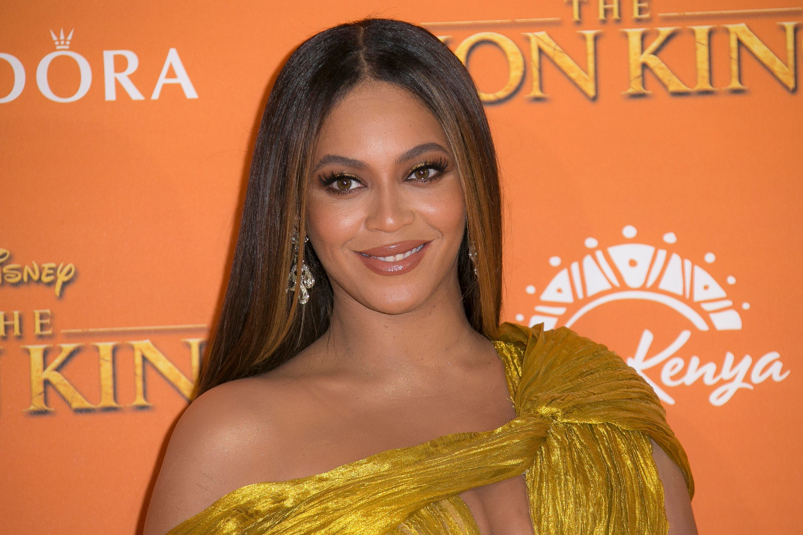 Beyonce And Megan Thee Stallion Break The Internet For Charity With Savage Remix In 2020 Beyonce Bet Awards Chance The Rapper