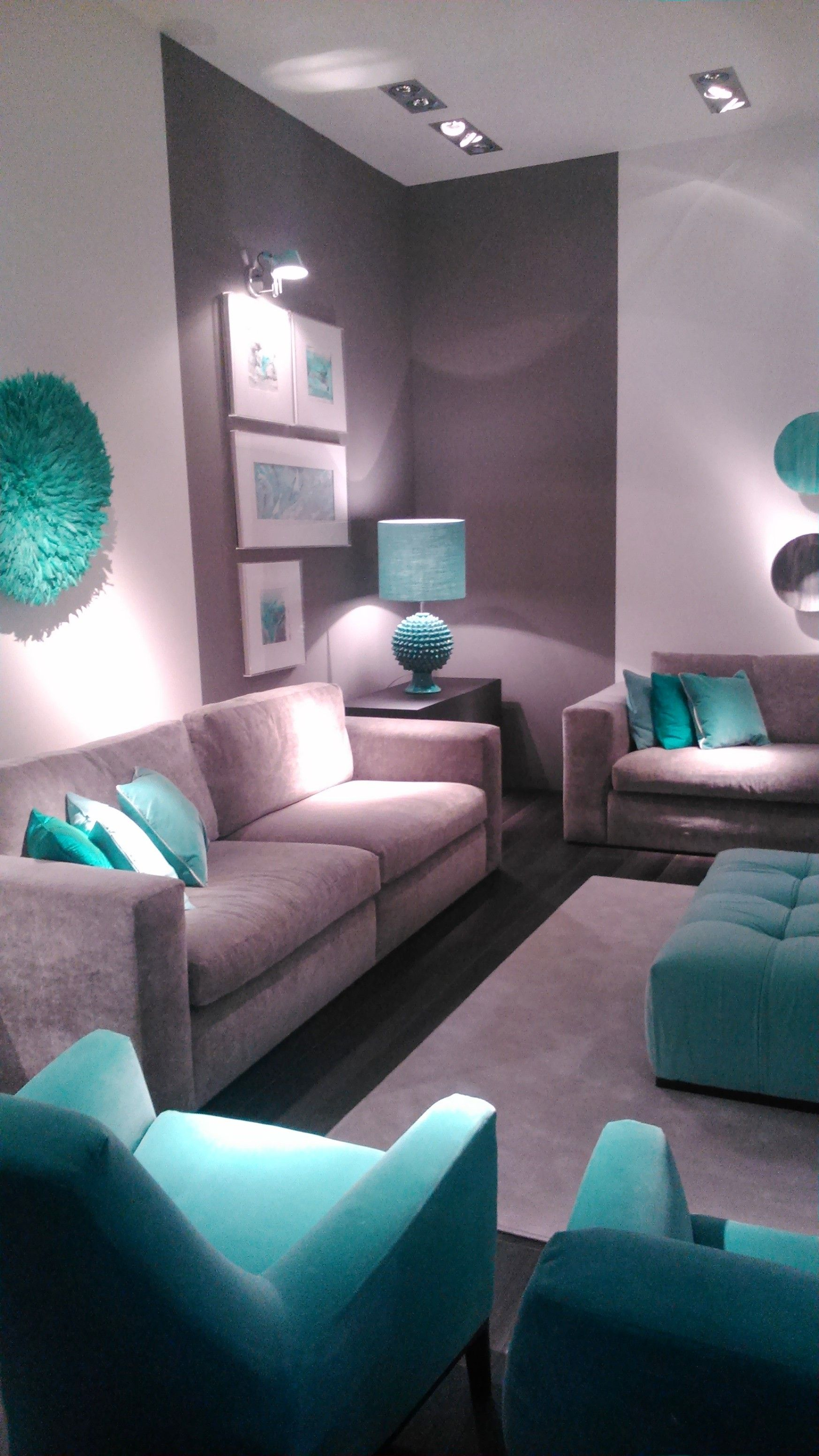 Me gusta el tono gris y l neas de esta sala decoraci n for Casa paulina muebles y decoracion