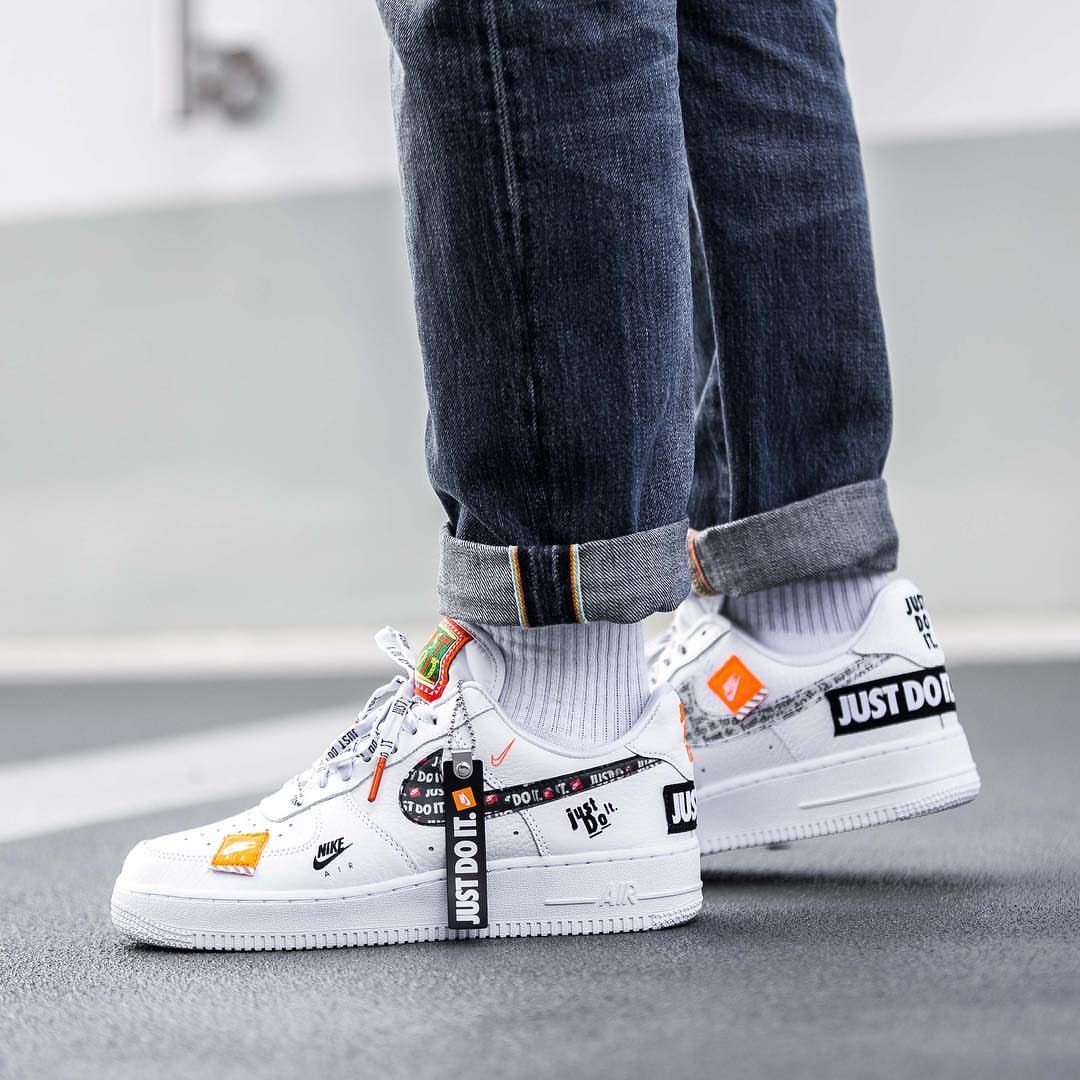 44ada3ce2aef7 Release Date : June 28, 2018 Air Force 1 `07 Premium « Just Do It » White /  Black / Orange Credit : Afew