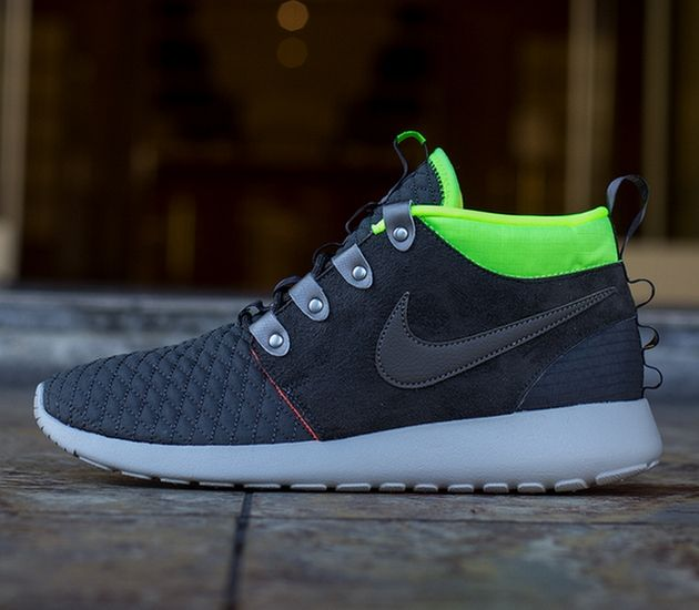 Nike Roshe Run Mid Winter – Newsprint / Smoke – Volt – Total Crimson