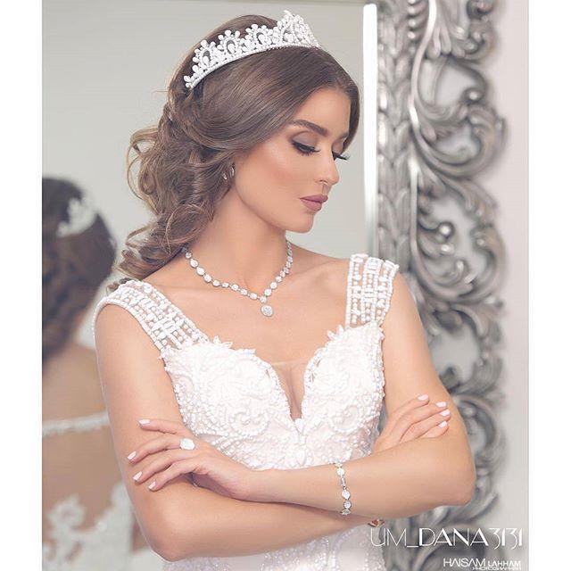 Pin By Hermes On تسريحات Wedding Dresses Lace Sleeveless Wedding Dress Wedding Dresses