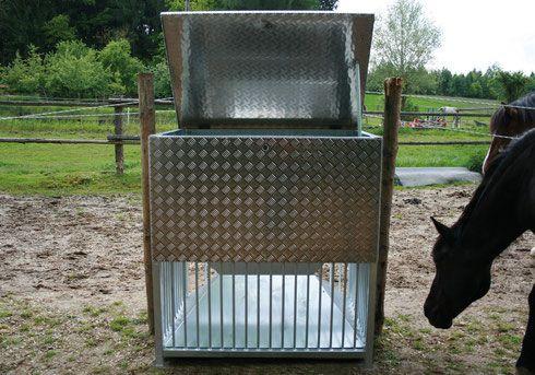 mammut heuraufen pferdehaltung pinterest netz und pferde. Black Bedroom Furniture Sets. Home Design Ideas