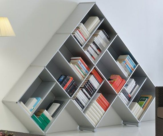 Estantería para libros de montaje en pirámide