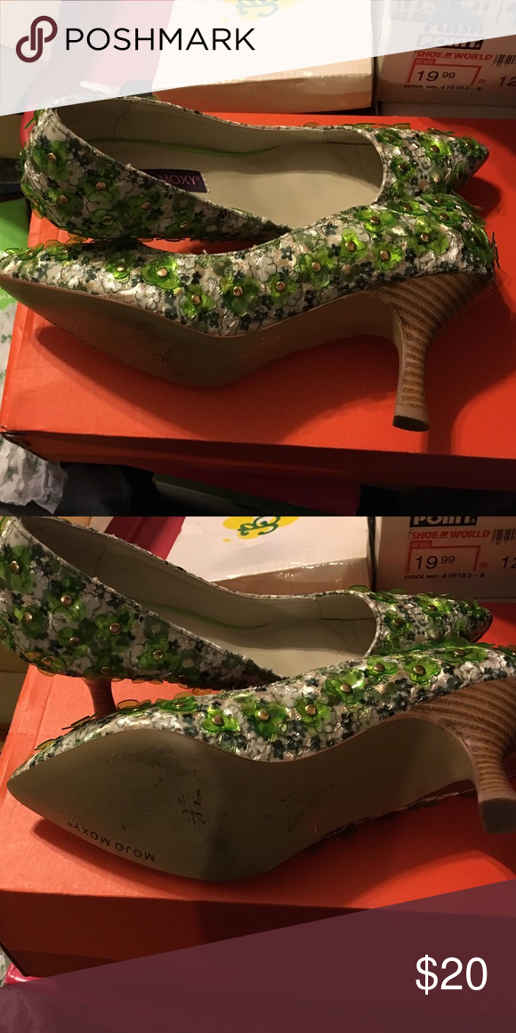 St pattys day shoes by mojo moxy Mojo Moxy used shoes,  green petals with gold studs on a white and green background. gorgeous shoes perfect for the st party's party Mojo Moxy Shoes Heels