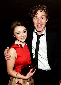 Maisie Williams and Finn Jones