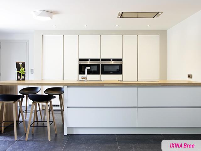Houten Werkblad Keuken : Mooie greeploze keuken type moda voorzien van een massief houten
