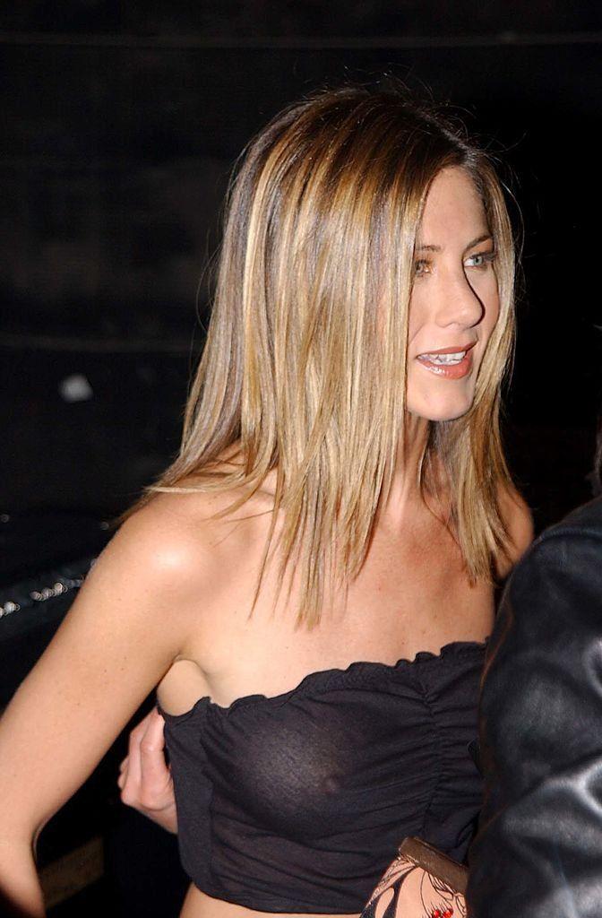Jennifer-Anistons-Nipples-002