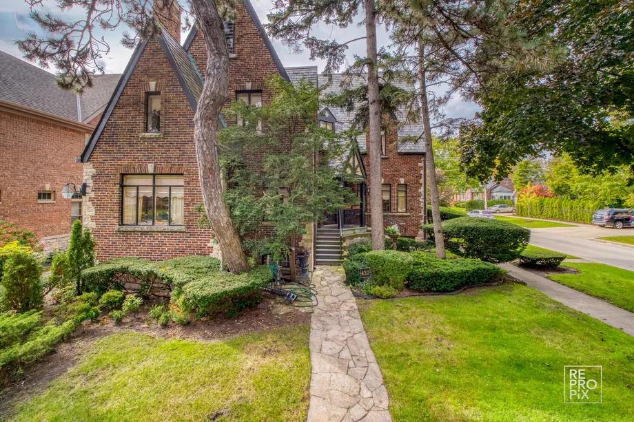 An enchanting English Tudor home asks 597K in Park Ridge