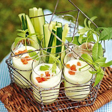 Gurkenlassi mit Aprikosen Rezept | Die Frische der Gurke kann man nicht nur für dieses Lassi nutzen, auch im Tzatziki oder in einer Raita macht sie sich sehr gut.