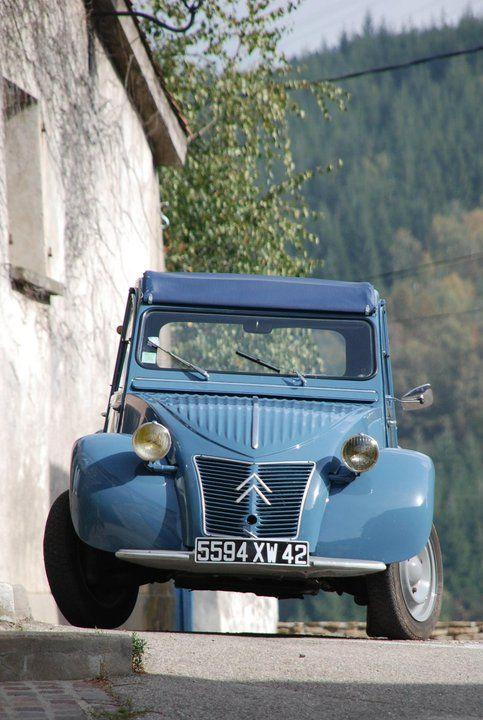 Citroen 2cv Et Si Vous Decouvriez Des Images De Ma 2cv Sur Mon Site Http Renov2cv Com Classic Cars Cars Cute Cars