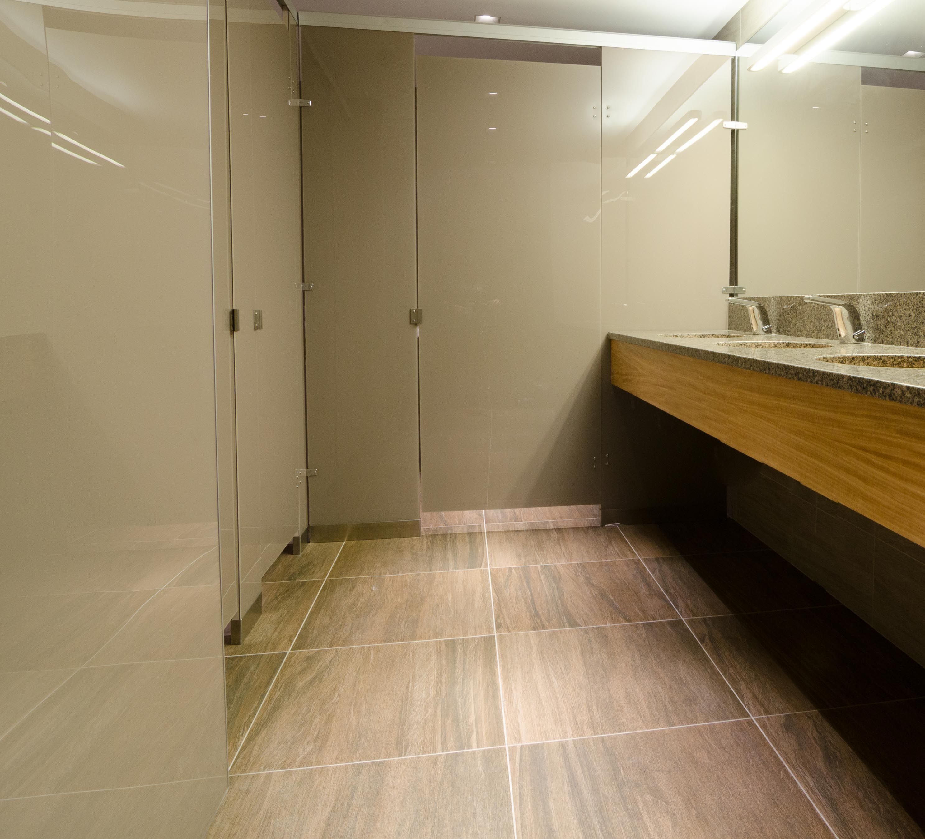 Ironwood Manufacturing Oversized Laminate Toilet Partitions And - Bathroom stall manufacturers