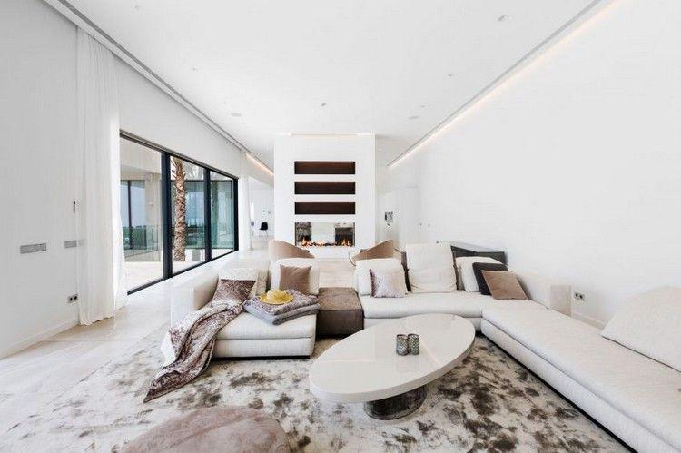 carrelage grand format dans le salon cosy, canapé d\'angle blanc ...
