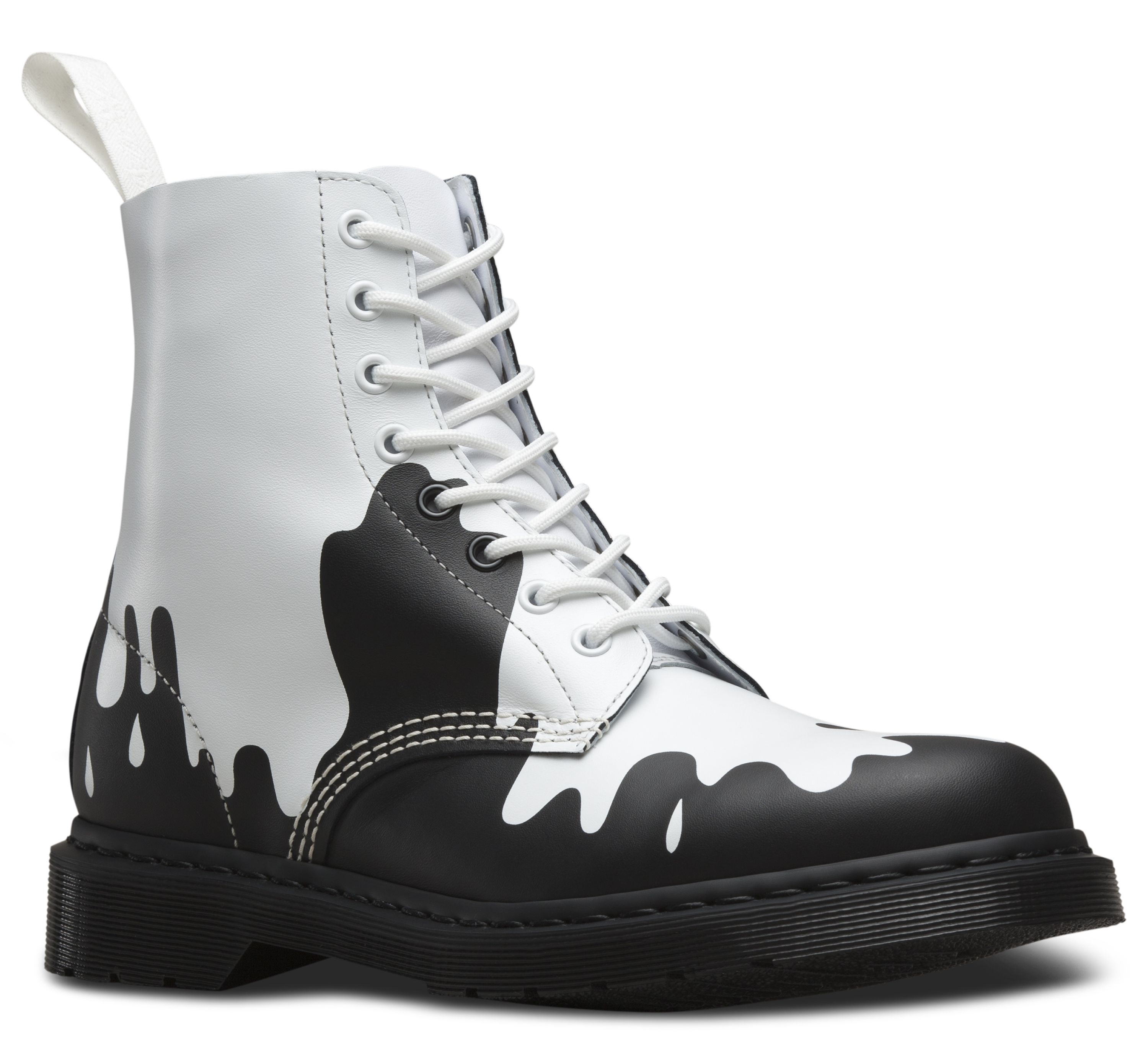 From drmartens.com us website. They make another boot with the colors  reversed. I love this paint splat idea! 3770fd4fada