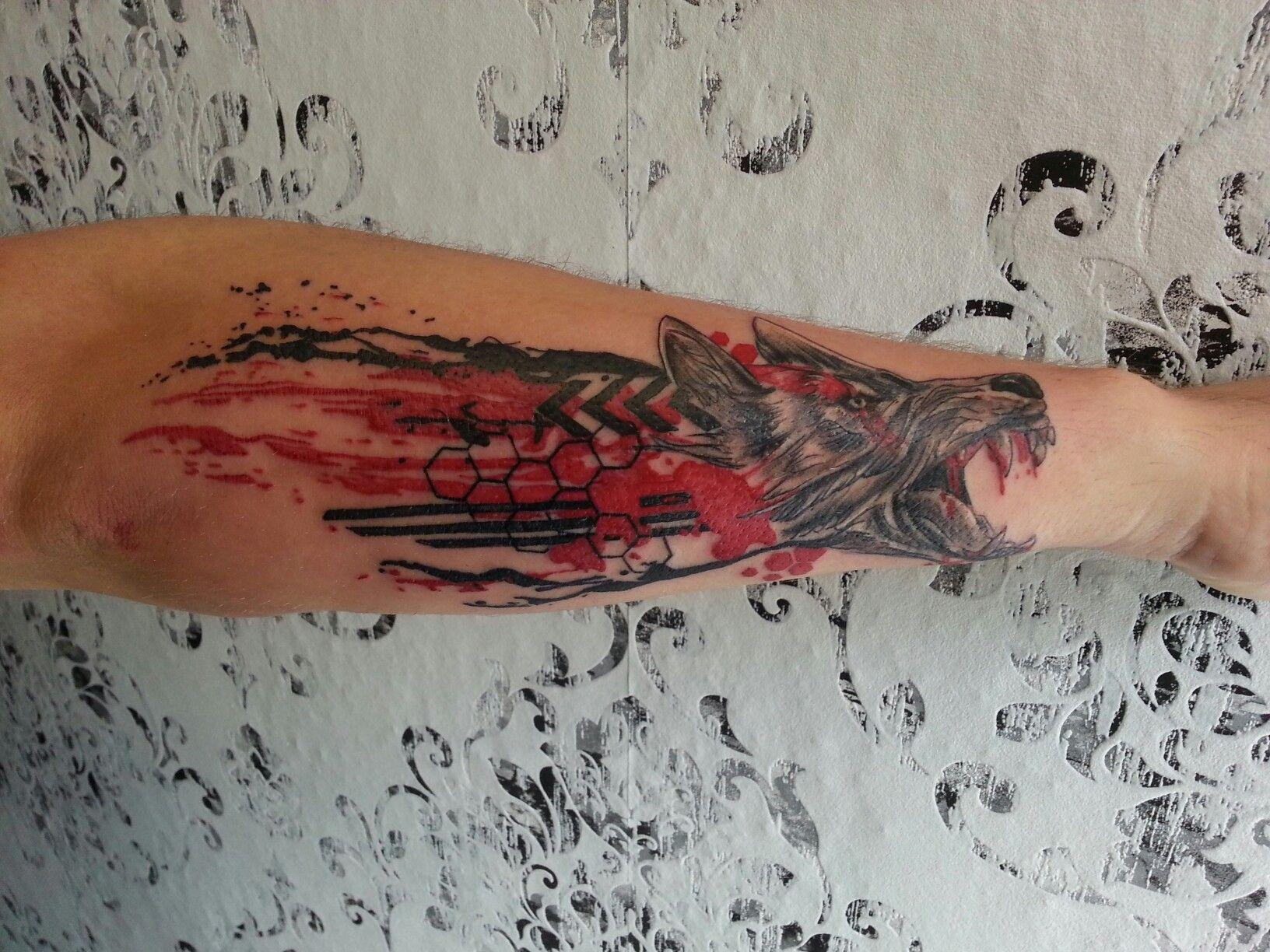trash polka wolf tattoo sleeve men unterarm tattoo filigran k rpermanufactor studio oldenburg. Black Bedroom Furniture Sets. Home Design Ideas
