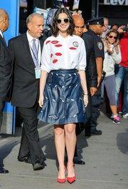 Anne Hathaway Print Blouse   Mini skirts, Celebrity street ...