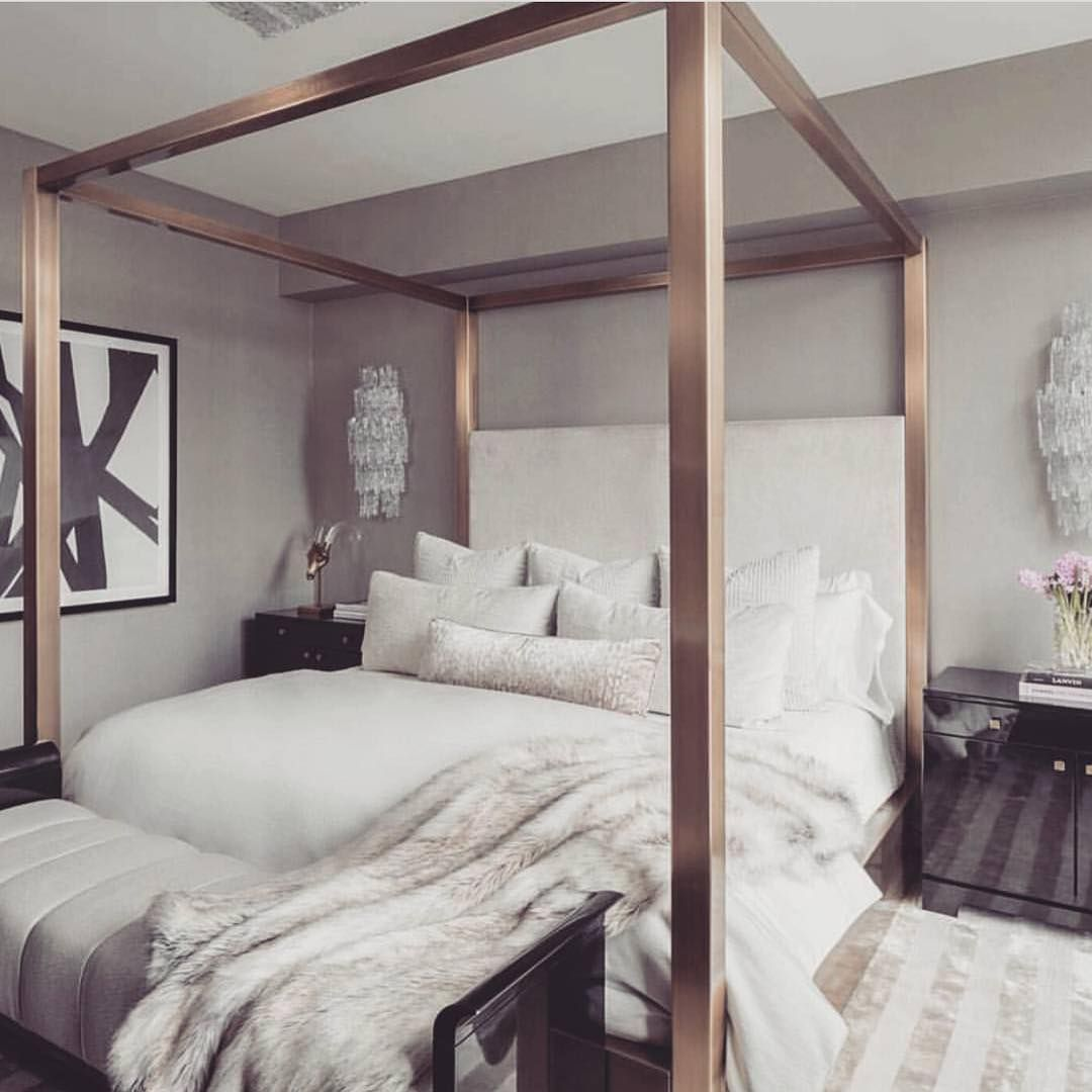 Such a chic bedroom! By @jordancarlyle30
