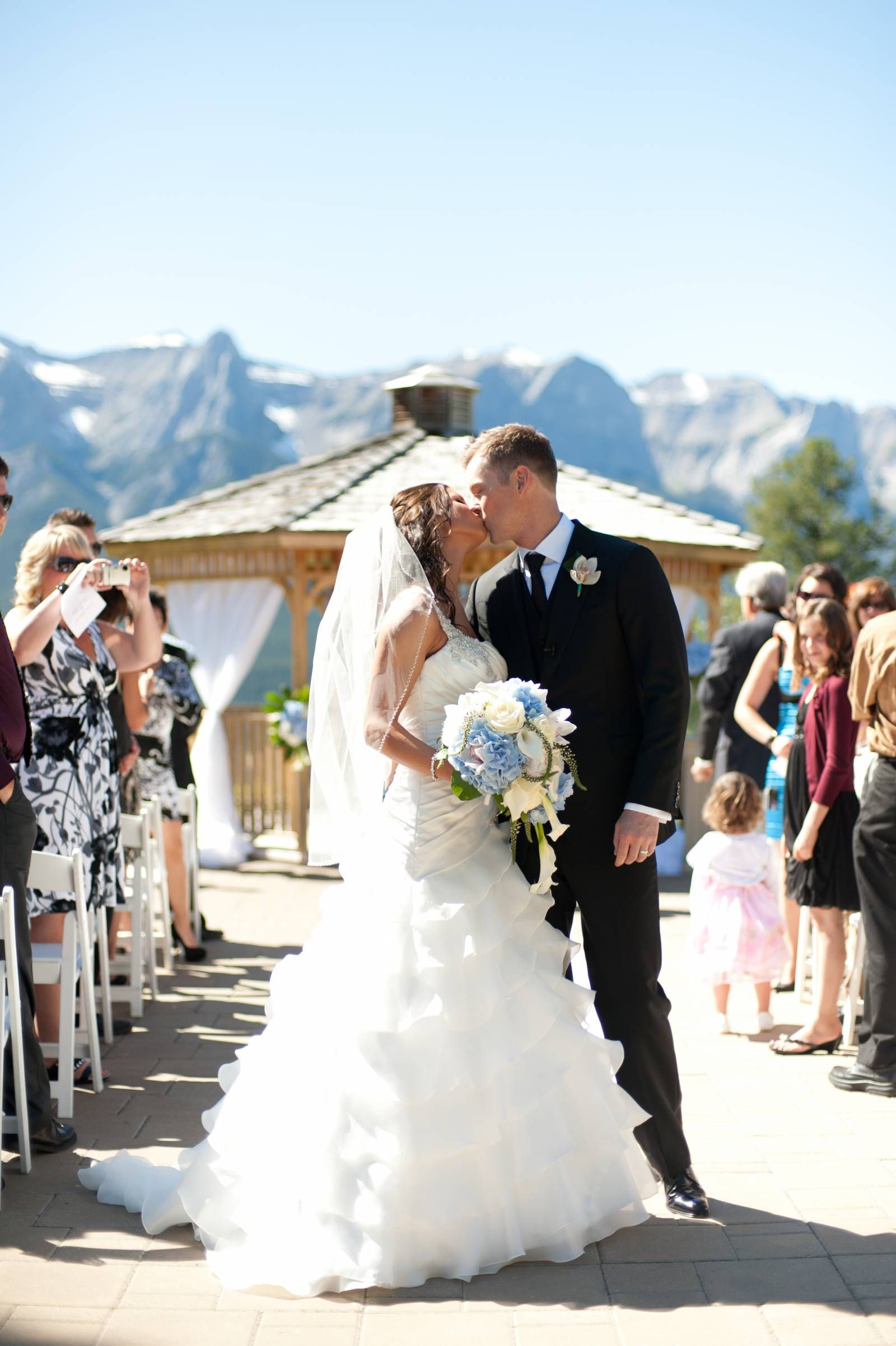 A Wedding In White At Silvertip Golf Course