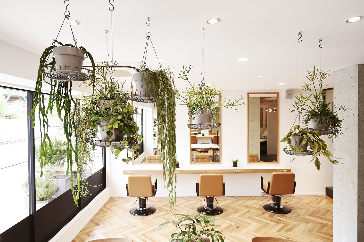 Team Modern Calls Out To An Sos At A Women S Shelter Salons Salon Interior Beauty Room